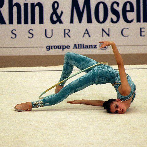 Фото гимнастки с порванным костюмом 16 фотография