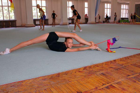 Голые девочки занимаються гимнастикой фото 431-579